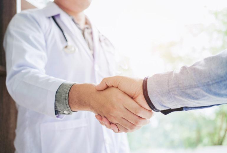 Modernização e aperfeiçoamento na área oftalmológica são os objetivos do convênio entre os hospitais. Clique aqui para saber mais.