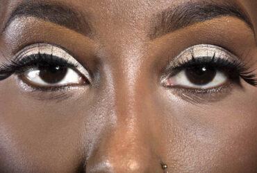 Aprenda como cuidar melhor da saúde ocular adotando estes 7 cuidados essenciais se você usa maquiagem para os olhos. Confira no artigo!